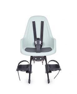 Bobike Go Mini este un scaun de copii cu un design olandez elegant si modern ce ofera siguranta si stabilitate. Avand perete dublu de siguranta si un material impermeabil, acesta ofera atat siguranta cat si protectie pentru copil, cu bretele moi si ajustabile pentru picioare, centuri de siguranta special create pentru a mentine pozitia corecta de sezut a copilului. Perna moale pentru sezut integrata in scaun.